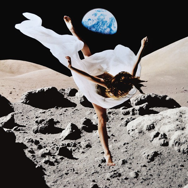 mmm_dancing_on_the_moon_forreal